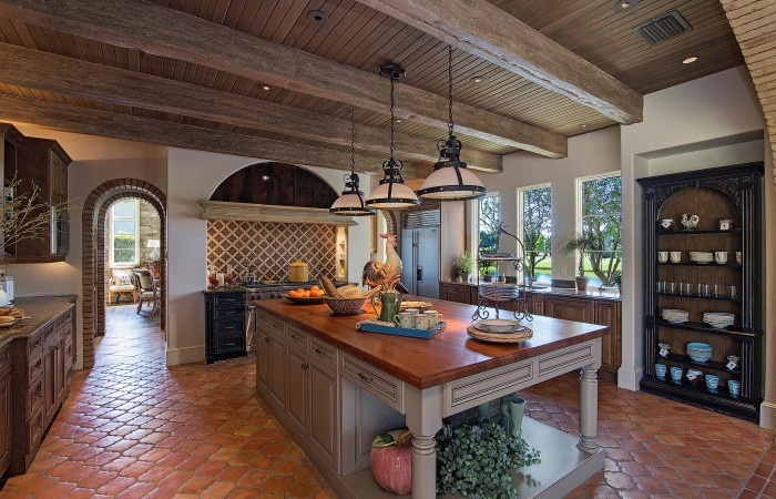chianti-iii-traditional-kitchen-at-grey-oaks-700x450.jpg
